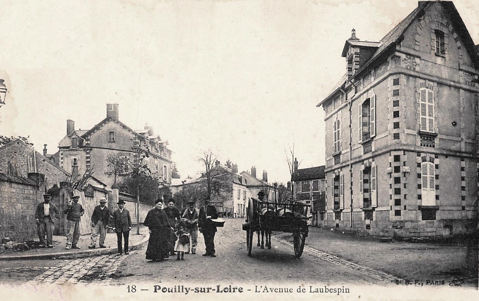 Pouilly-sur-Loire (Nièvre) L'avenue de Laubespin CPA