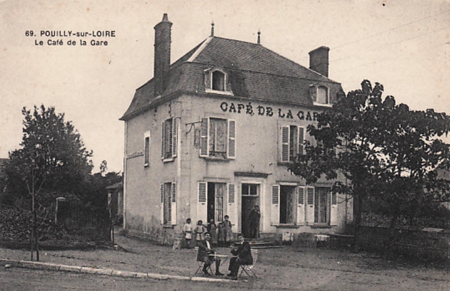 Pouilly-sur-Loire (Nièvre) Le café de la gare CPA