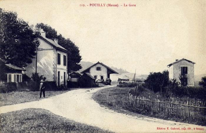 Pouilly-sur-Meuse (Meuse) La gare CPA