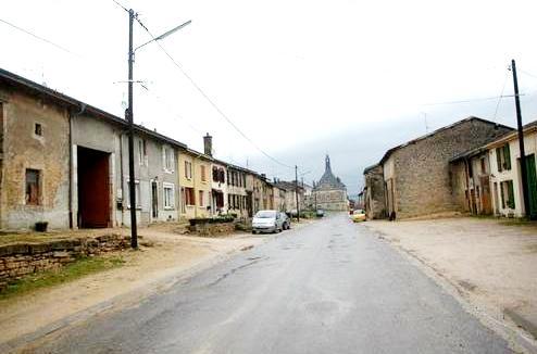 Pouilly-sur-Meuse (Meuse) La Grande Rue