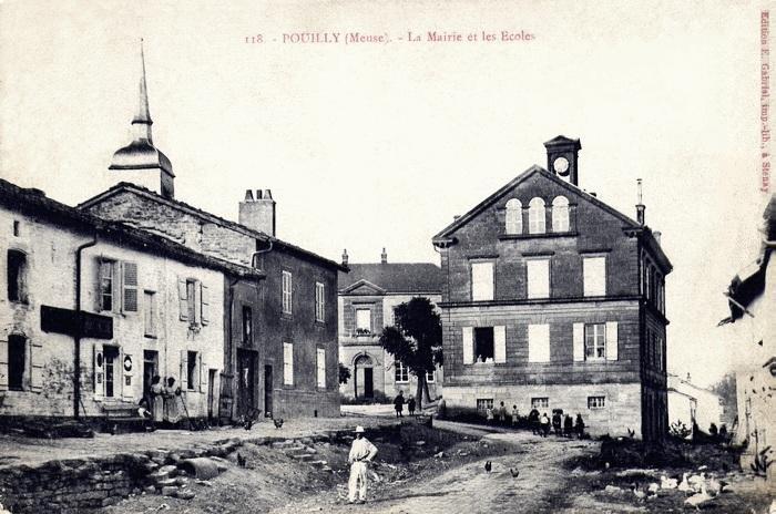 Pouilly-sur-Meuse (Meuse) La mairie et les écoles CPA