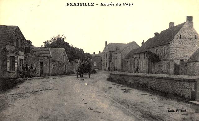 Prasville (28) L'entrée du village CPA