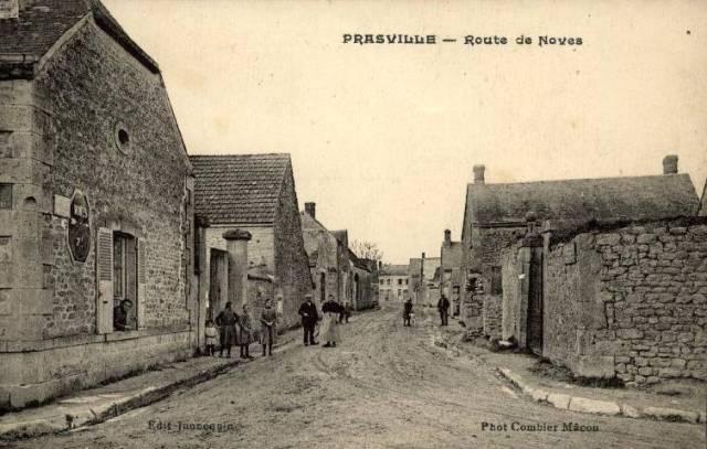 Prasville (28) La rue de Voves CPA