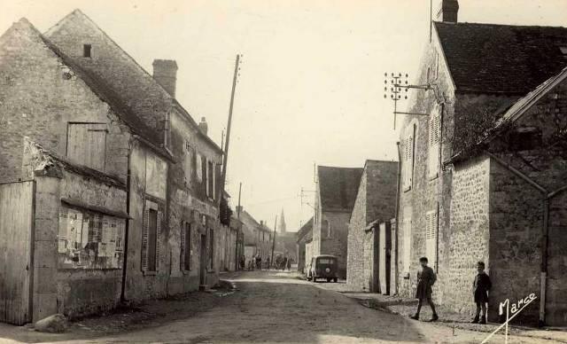 Prasville (28) La rue du château CPA