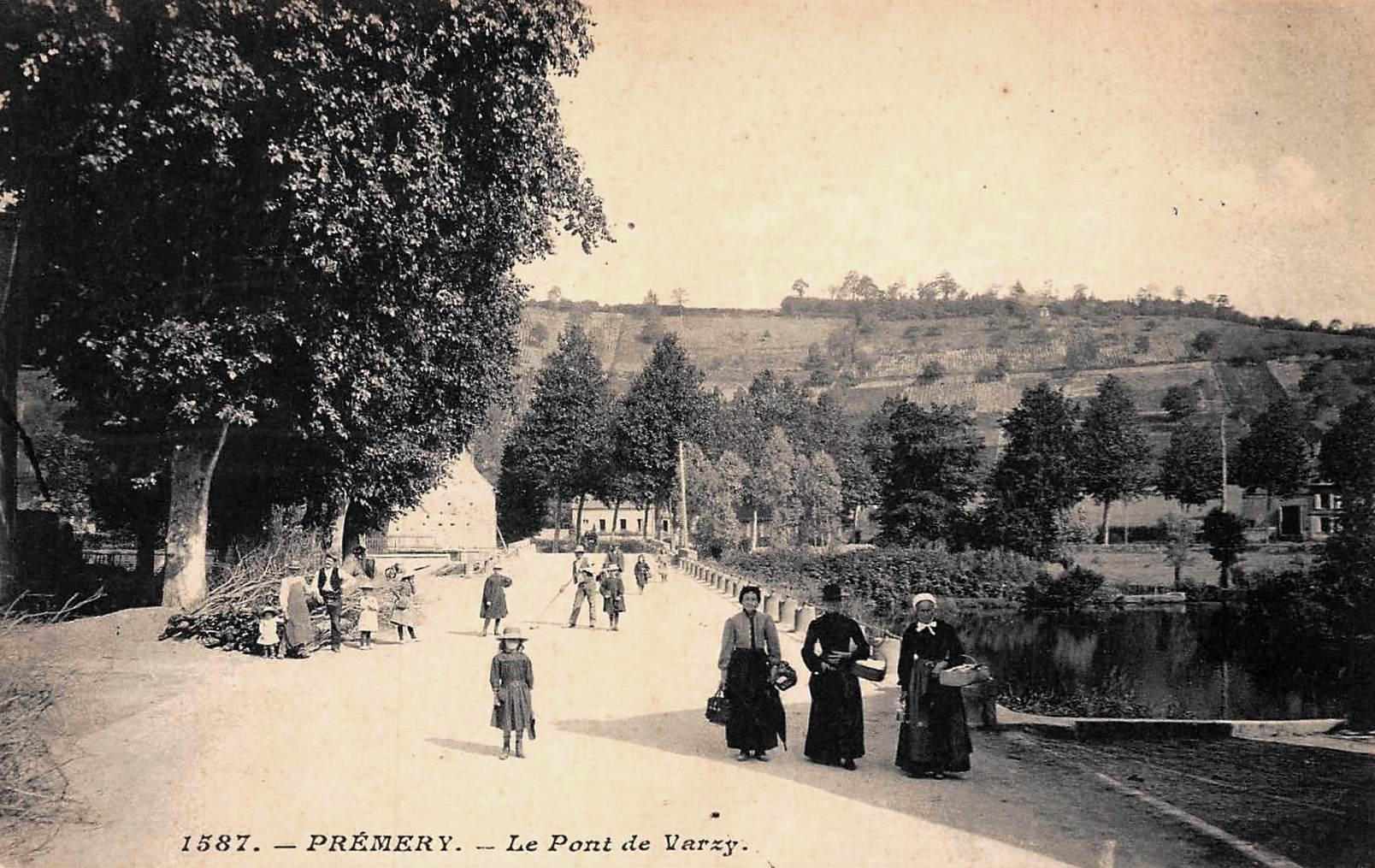 Prémery (Nièvre) Le pont de Varzy CPA
