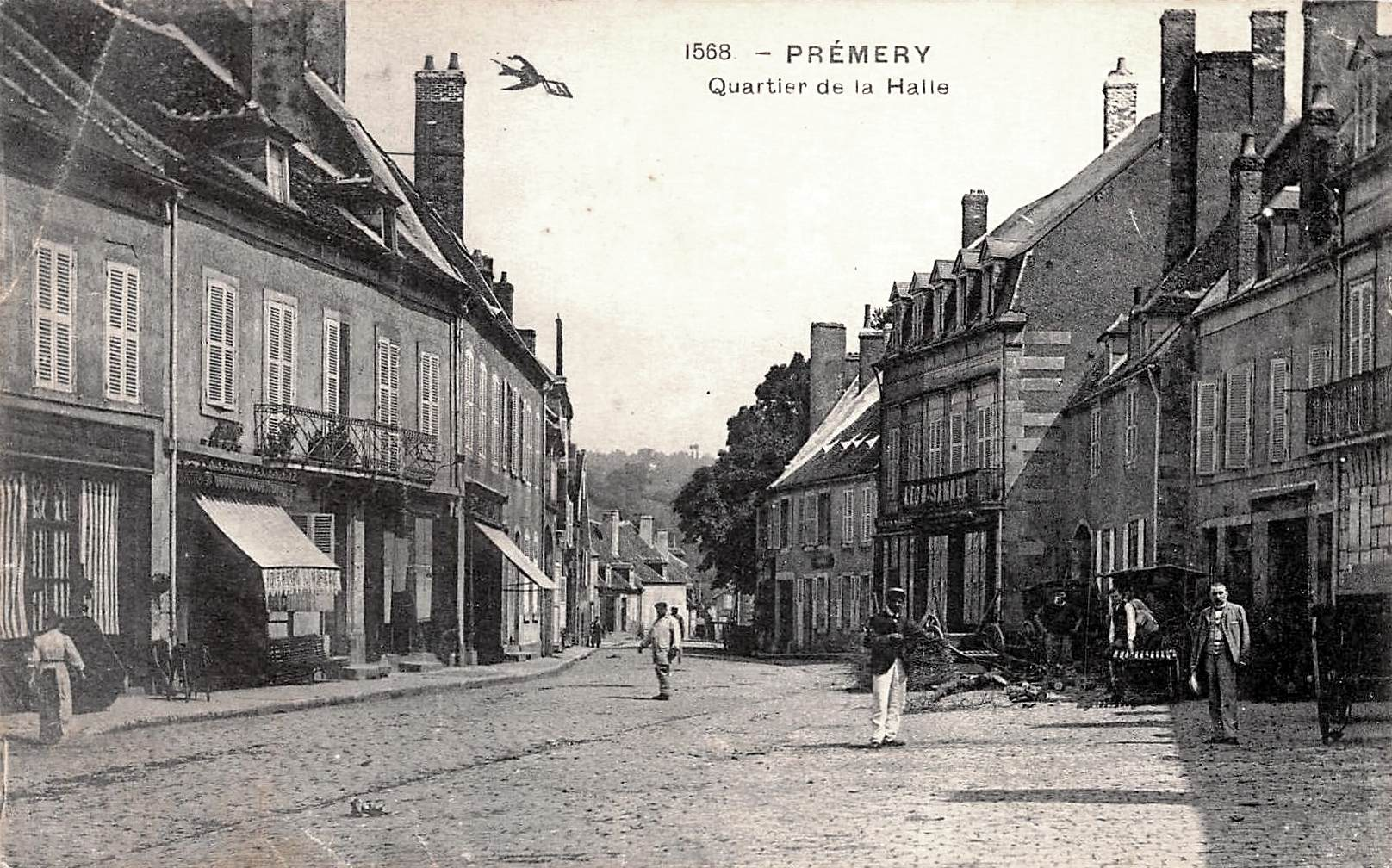 Prémery (Nièvre) Le quartier de la Halle CPA