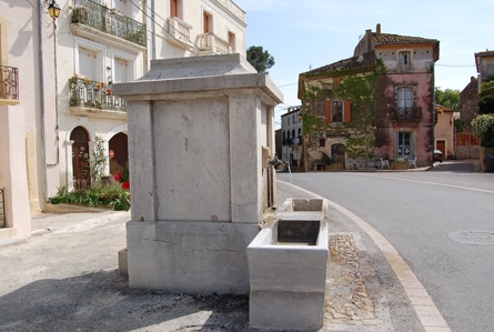 Puilacher (Hérault) La fontaine