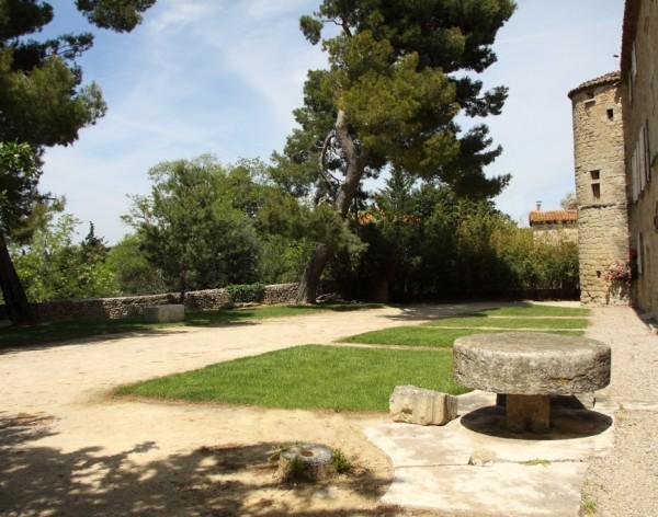 Puilacher (Hérault) Le château, esplanade