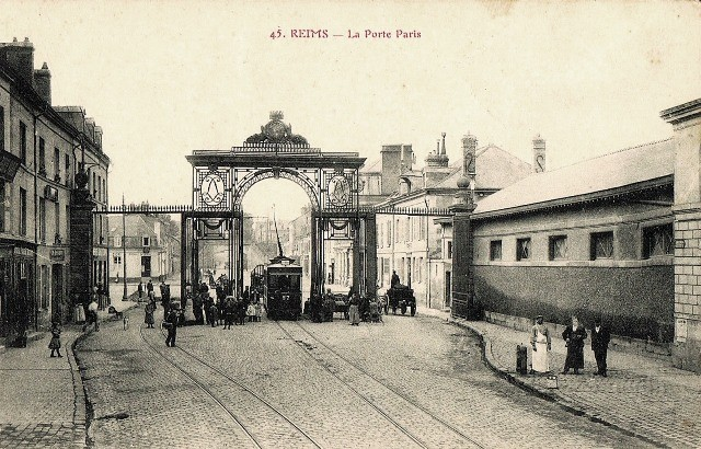 Reims 51 la porte de paris et le tram cpa