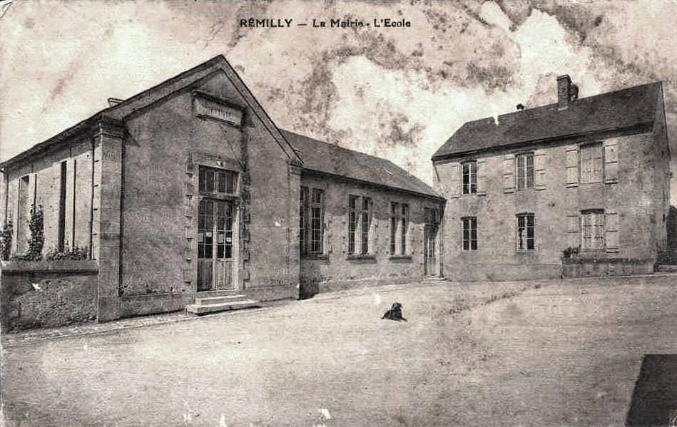 Rémilly (Nièvre) La mairie école CPA