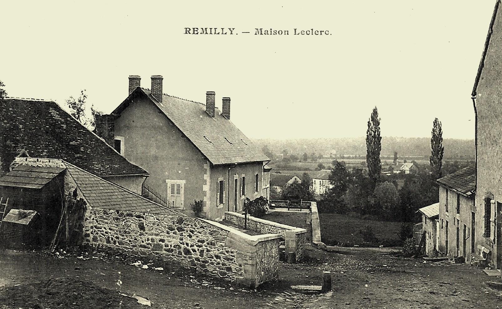 Rémilly (Nièvre) Un coin du village CPA