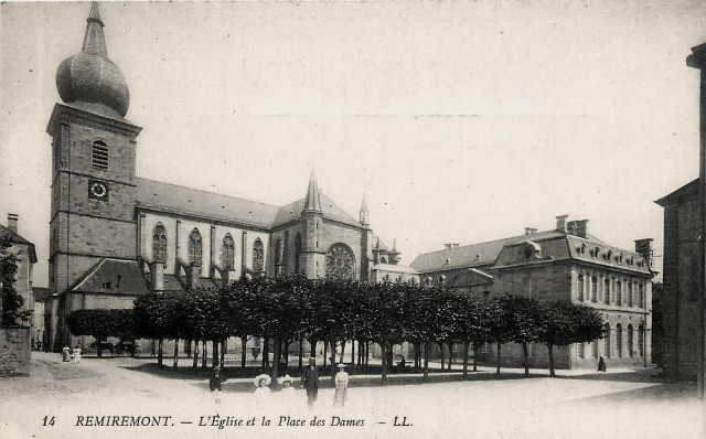 Remiremont 88 l eglise et la place des dames cpa