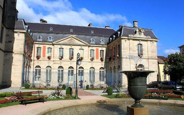 Remiremont 88 le palais abbatial