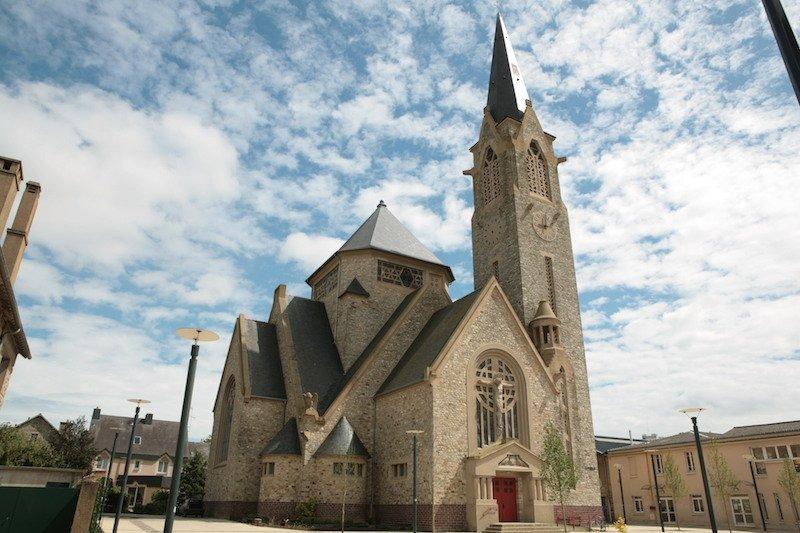 Rennes (Ille-et-Vilaine) L'église Sainte Thérèse