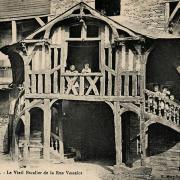 Rennes (Ille-et-Vilaine) Un vieil escalier, rue Vasselot CPA