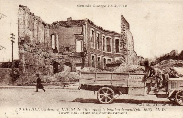 Rethel (08) L'hôtel de Ville après le bombardement CPA