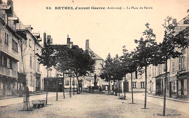 Rethel (08) La Place du parvis CPA