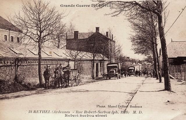Rethel (08) La rue Robert  Sorbon CPA