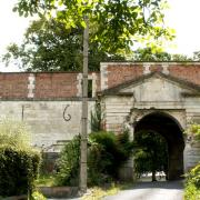 Rethel (08) Une ancienne porte du château Mazarin