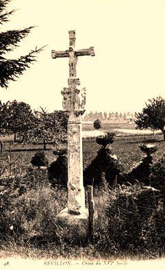Révillon (Aisne) CPA croix du XVIème