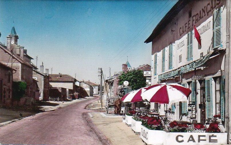Romagne-sous-Montfaucon (Meuse) La rue principale Hôtel Français 1950