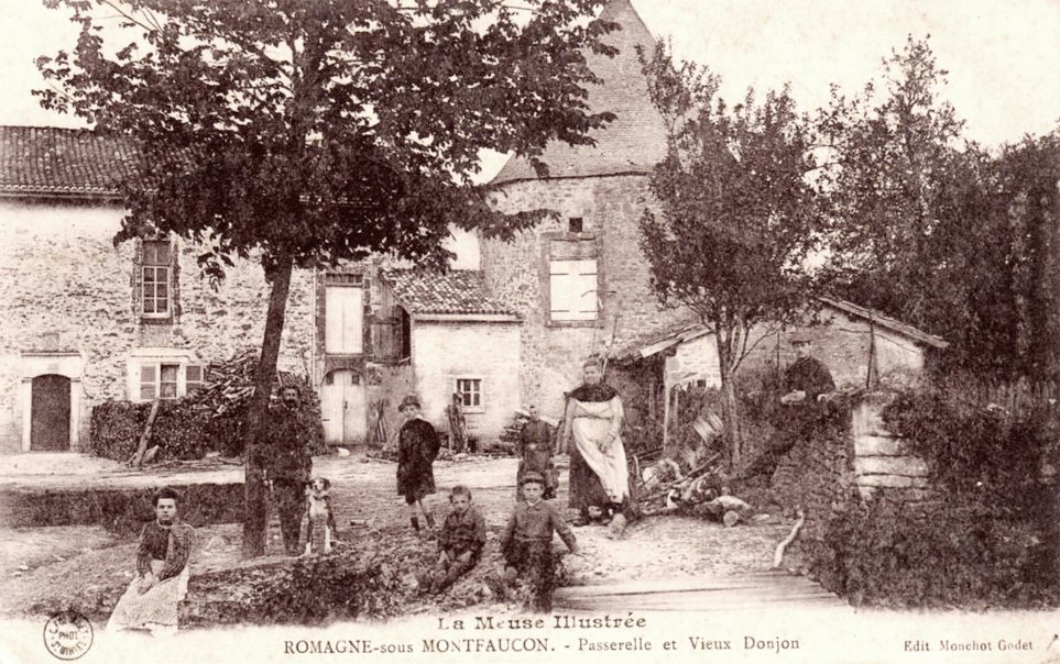 Romagne-sous-Montfaucon (Meuse)  Une ferme avec donjon CPA
