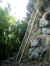 Roquefort-sur-Soulzon (Aveyron) Le sentier des échelles