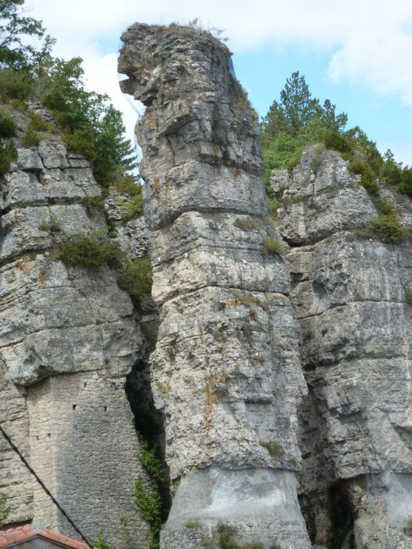 Roquefort-sur-Soulzon (Aveyron) Les quilles des Baragnaudes