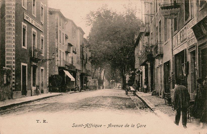 Saint-Affrique (Aveyron) CPA l'avenue de la gare
