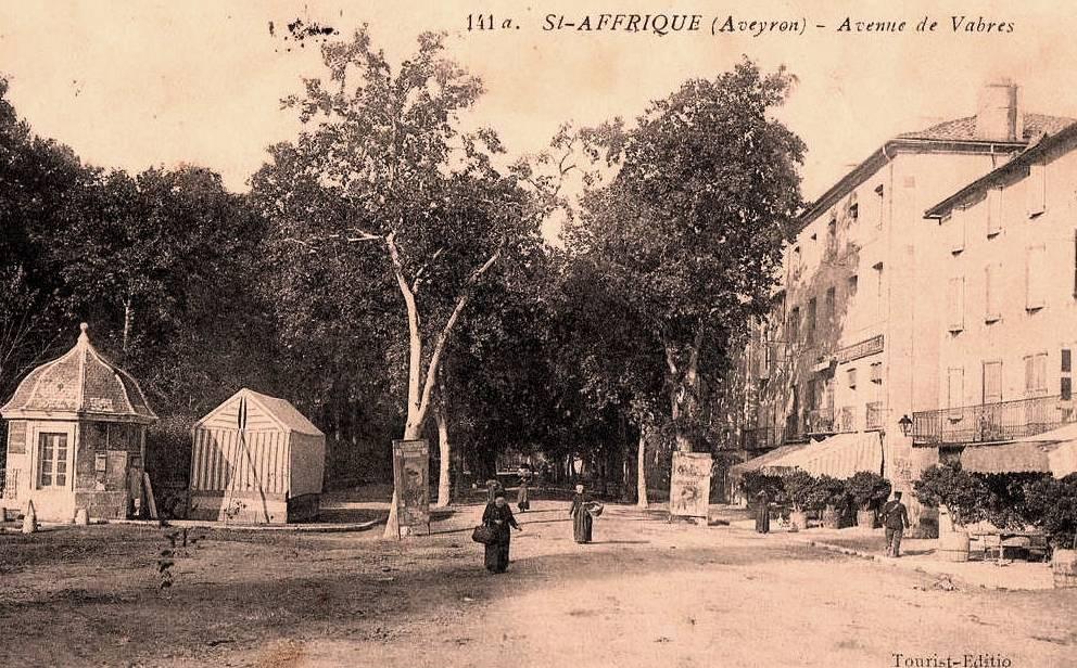 Saint-Affrique (Aveyron) CPA l'avenue de Vabres