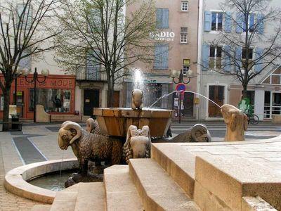 Saint-Affrique (Aveyron) la fontaine des béliers