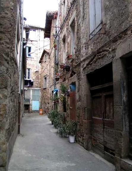 Saint-Affrique (Aveyron) la rue Bienveillance