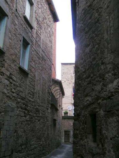 Saint-Affrique (Aveyron) la rue des Mitrons