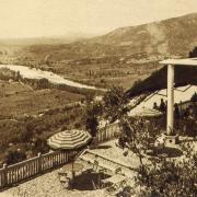 Saint-Bauzille-de-Putois (Hérault) Vue des Grottes des Demoiselles