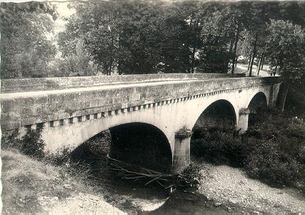 Saint-Félix-de-Sorgues (Aveyron) CPA le pont Neuf