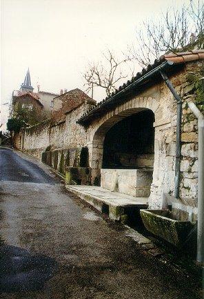 Saint-Félix-de-Sorgues (Aveyron) le lavoir