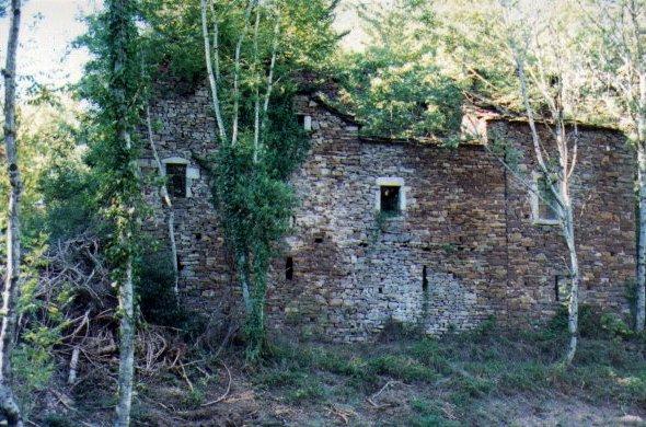 Saint-Félix-de-Sorgues (Aveyron) le Mas de Dourières