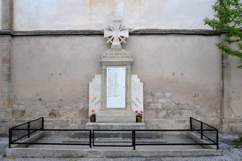 Saint-Félix-de-Sorgues (Aveyron) le monument aux morts