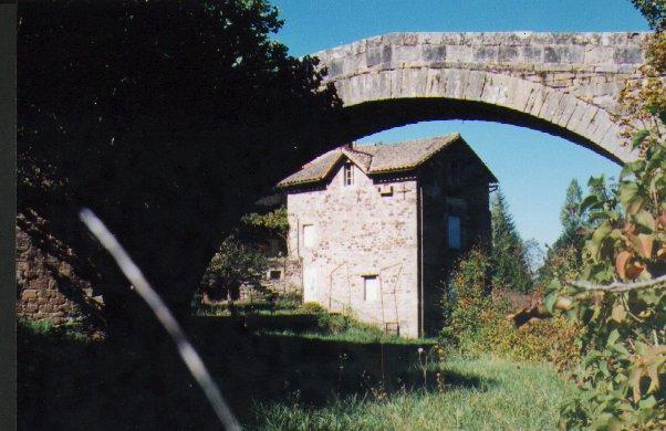 Saint-Félix-de-Sorgues (Aveyron) le moulin du pont