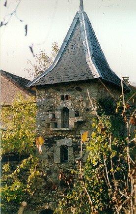 Saint-Félix-de-Sorgues (Aveyron) le pigeonnier du Mortissou