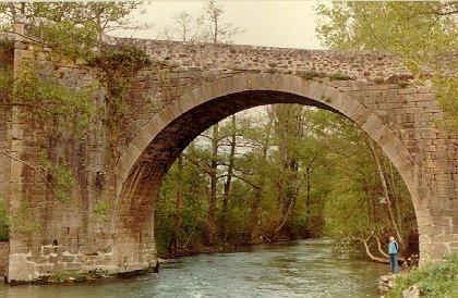 Saint-Félix-de-Sorgues (Aveyron) le pont Vieux