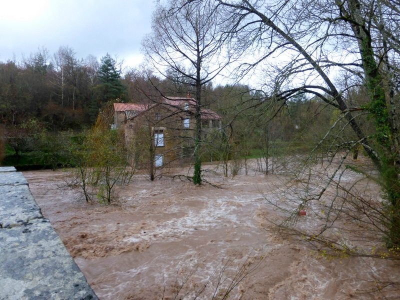 Saint-Félix-de-Sorgues (Aveyron) les inondations 2011
