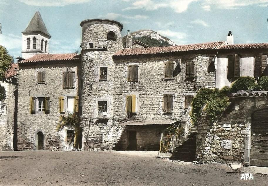 Saint-Georges-de-Luzençon (Aveyron) La tour des Templiers
