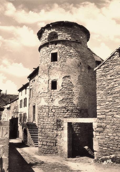 Saint-Georges-de-Luzençon (Aveyron) La tour Saint Jacques