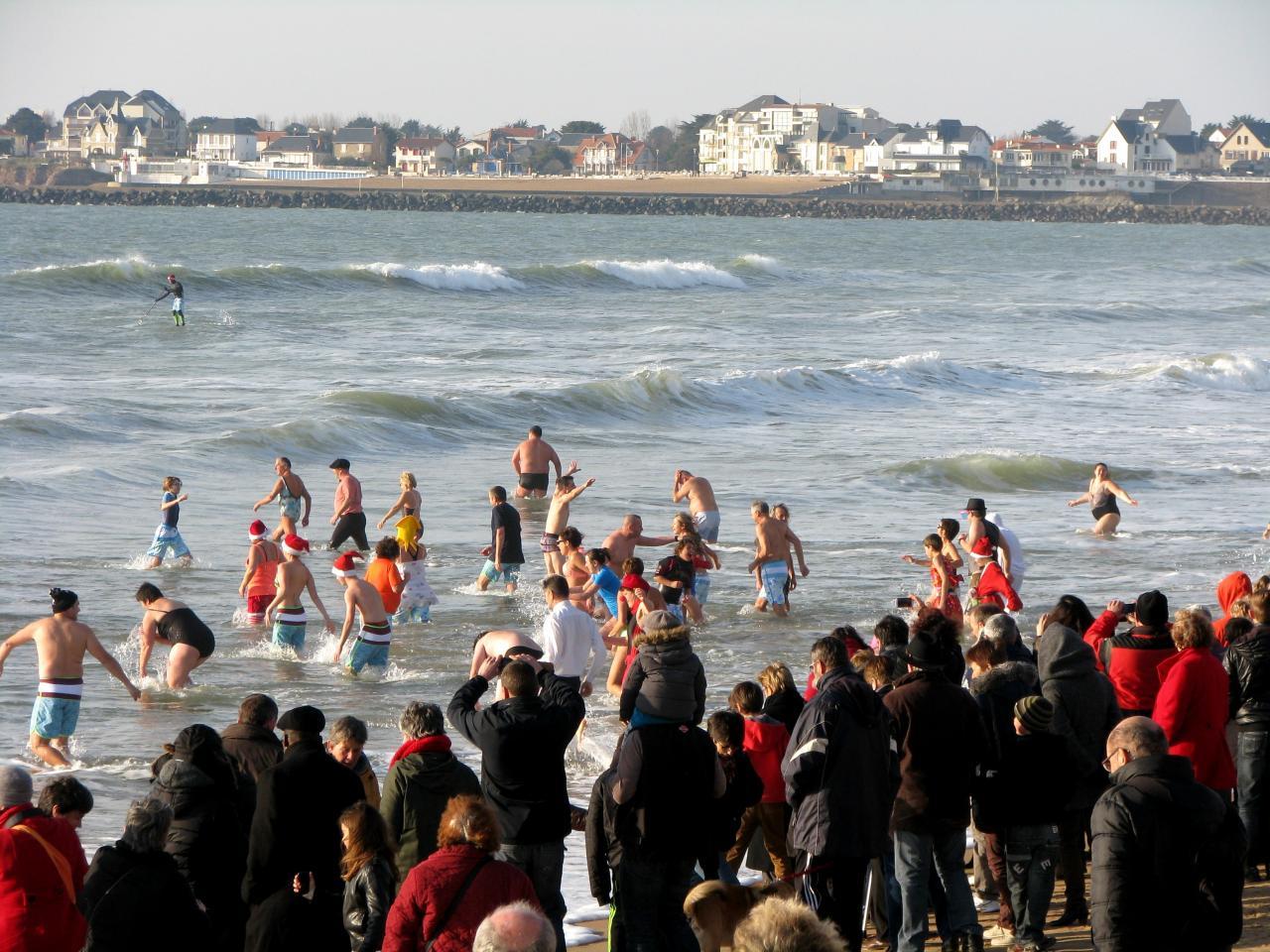 Saint-Gilles-Croix-de-Vie (Vendée) 1er bain de l'année 2015
