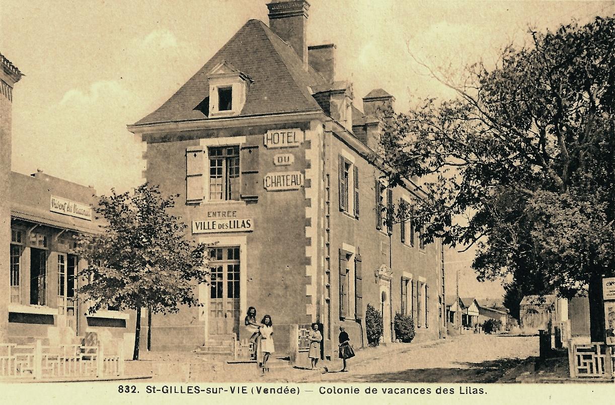 Saint-Gilles-Croix-de-Vie (Vendée) L'hôtel du château, colonie de vacances CPA