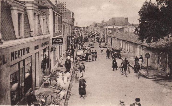 Saint-Gilles-Croix-de-Vie (Vendée) La Grande Rue CPA