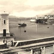 Saint-Gilles-Croix-de-Vie (Vendée) L'entrée du port CPA