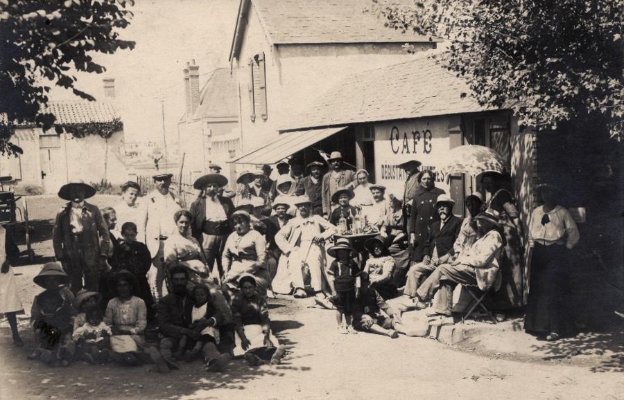 Saint-Gilles-Croix-de-Vie (Vendée) Un café CPA