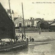 Saint-Gilles-Croix-de-Vie (Vendée) Une barque bretonne CPA